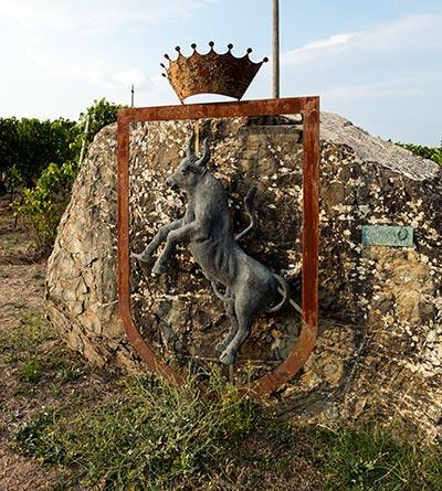 Conti Costanti crest and Brunello vineyard