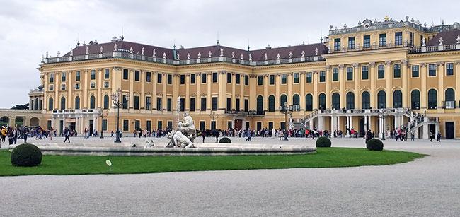 Vienna - Schönbrunn Palace - Courtyard
